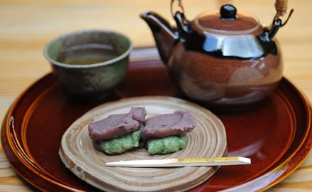 中将餅と煎茶のセット